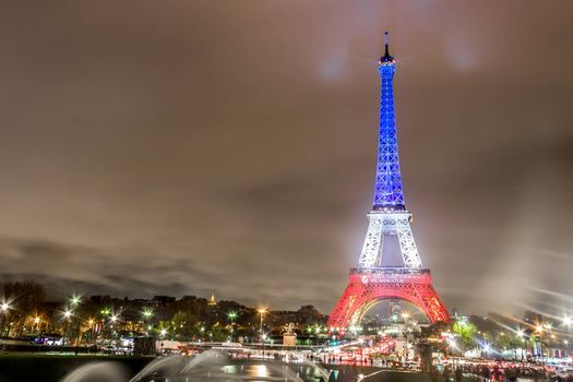 To see photos of paris paris for free