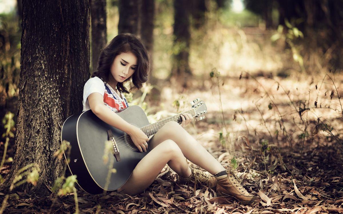 Фото бесплатно девушка, лес, гитара - на рабочий стол
