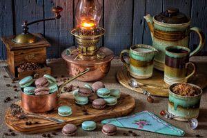 Бесплатные фото стол,лампа,кофемолка,печенье,чайник,натюрморт