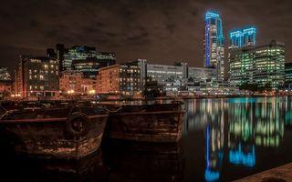 Бесплатные фото ночь, река, лодки, отражение, дома, небоскребы, улицы