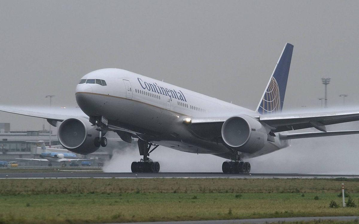 Фото бесплатно самолет, пасажирский, крылья, турбины, посадка, шасси, дым, авиация