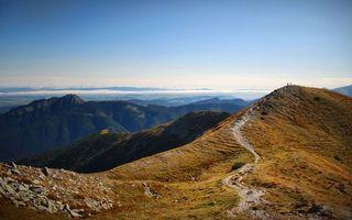 Бесплатные фото горы,вершины,камни,трава,тропинка,люди,небо