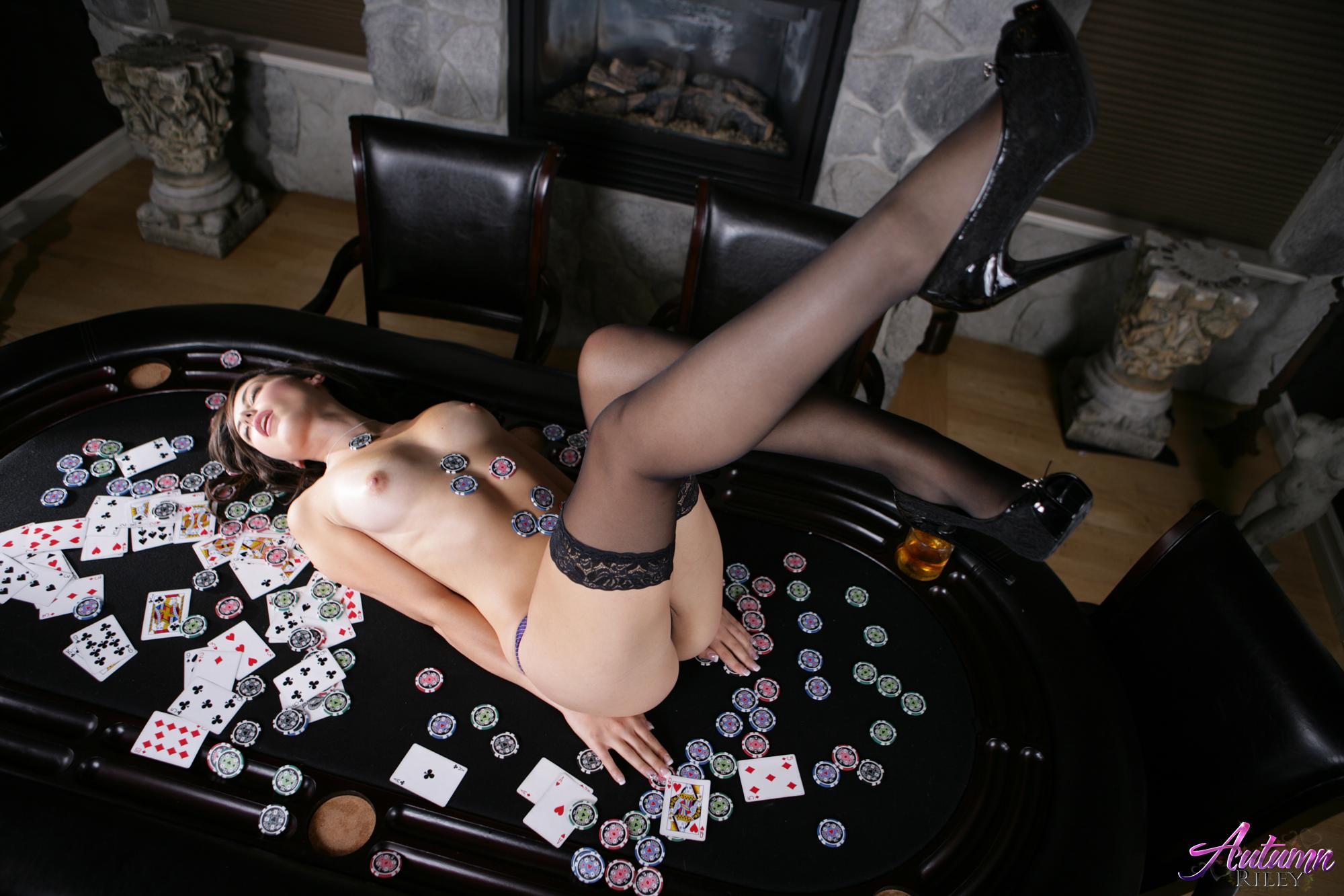 Nude poker girls