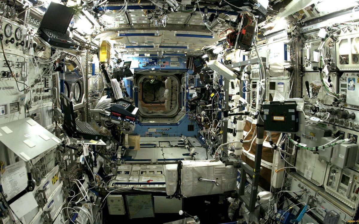 Фото бесплатно мкс внутри, люк, оборудование, аппаратура, провода, космос