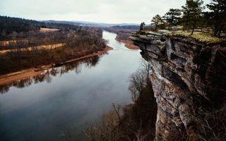 Бесплатные фото река,обрыв,утес,скала,деревья,осень