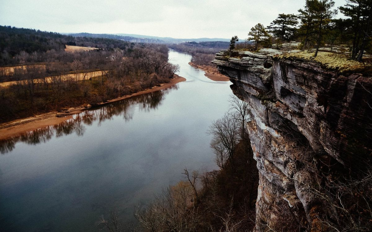 Фото бесплатно река, обрыв, утес, скала, деревья, осень, природа