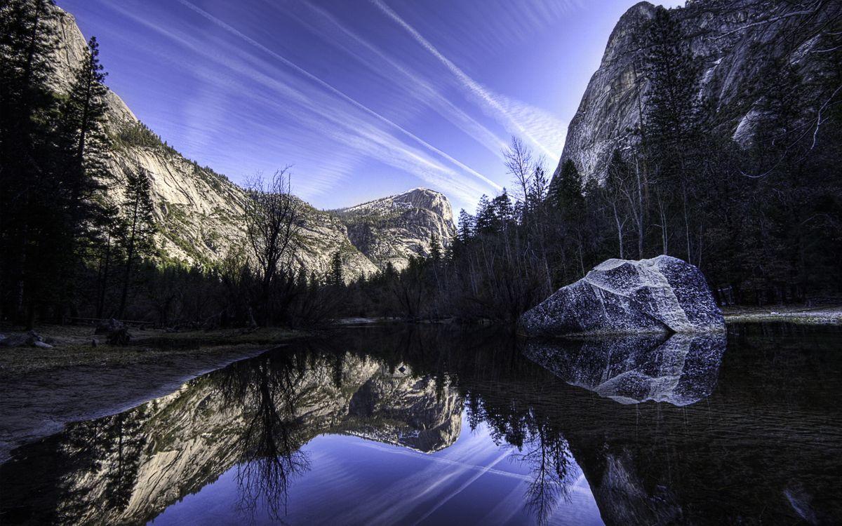Фото бесплатно озеро, гладь, отражение, берег, деревья, горы, скалы, небо, облака, природа
