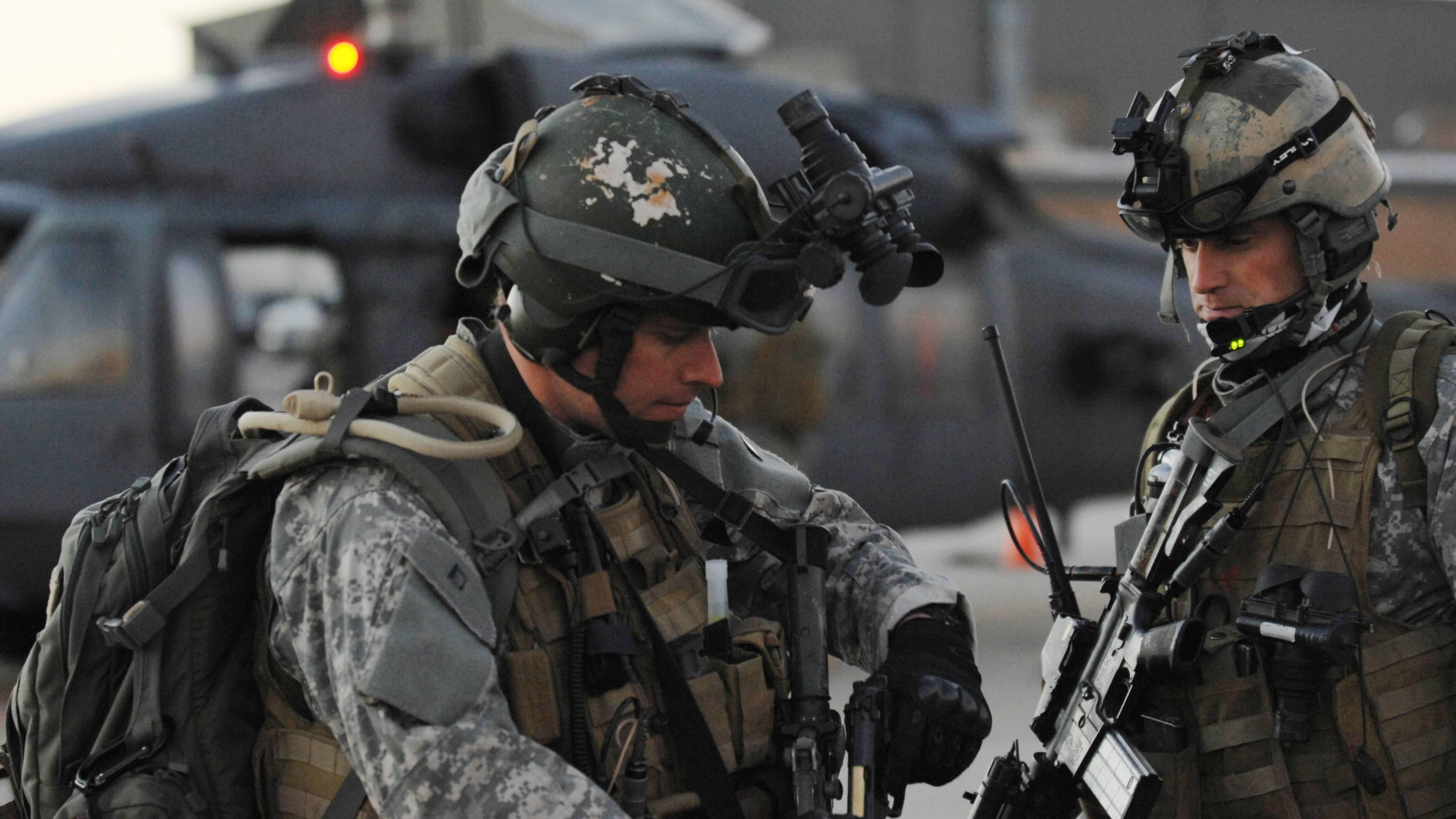Обои солдаты, экипировка, вертолет, оружие