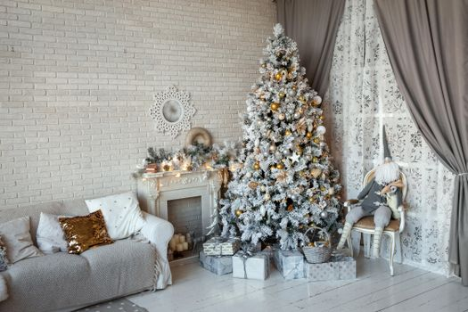 Photo free Christmas tree, fireplace, New Year tree in the interior