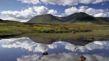 Бесплатные фото озеро,камни,растительность,отражение,горы,небо,облака