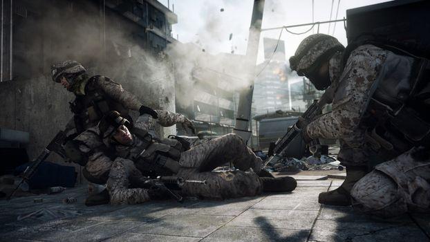 Бесплатные фото город,стрельба,солдаты,автоматы,раненый,бой