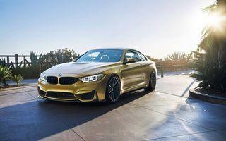 Бесплатные фото золотая BMW,дача,парковка,солнце,забор,растительность,купе