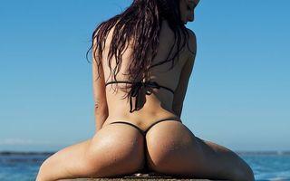 Бесплатные фото бикини,попка,стринги