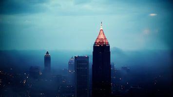 Бесплатные фото вечер,дома,высотки,крыши,огни,небо