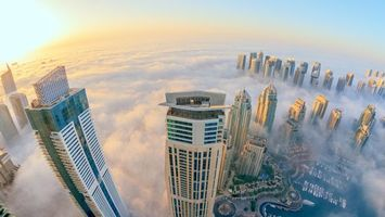 Бесплатные фото дома,окна,крыши,лодки,небо,туман,город