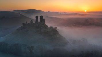 Бесплатные фото горы,туман,небо,закат,развалины,высота,природа