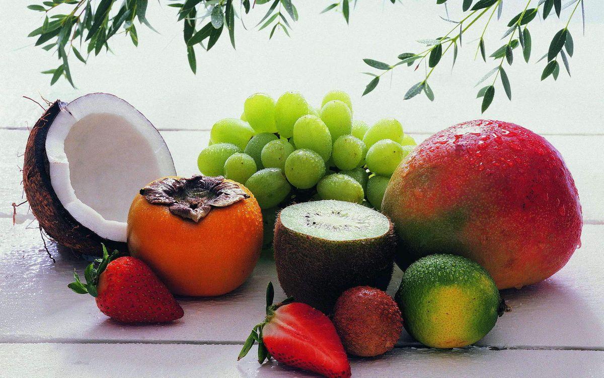 Фото бесплатно кокос, виноград, киви, клубника, манго, стол, еда, еда