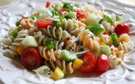 Бесплатные фото макароны,томаты,помидоры,черри,салат,лук,тарелка,еда
