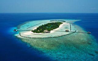 Заставки океан, остров, коттеджи, мостики, пальмы, ограждение, пейзажи