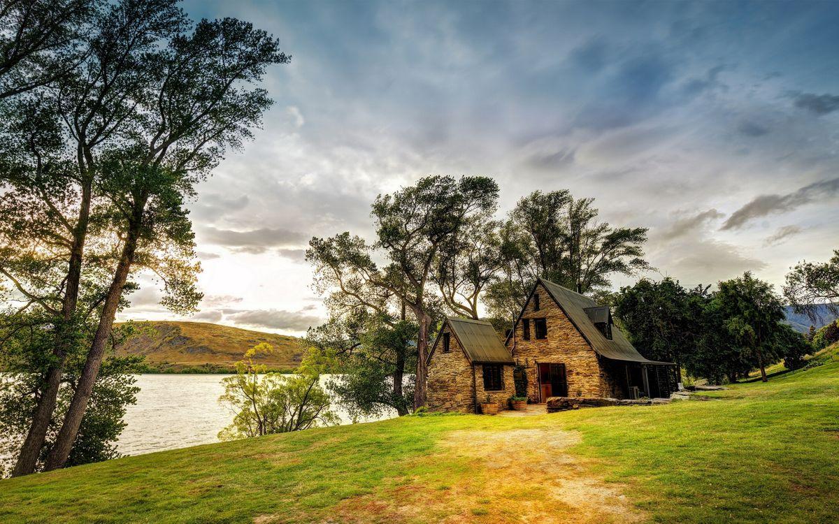Фото бесплатно река, берег, домик - на рабочий стол