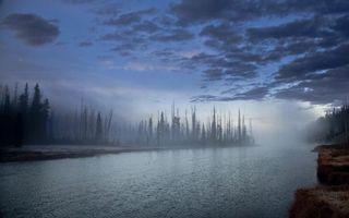 Бесплатные фото вечер,река,деревья,туман,берега,небо,облака