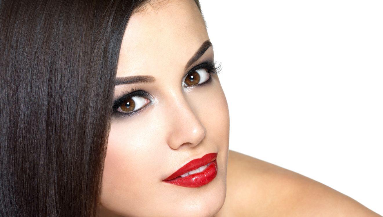 Фото бесплатно девушка, лицо, портрет, фото, губы, помада, глаза, макияж, брови, волосы, прическа, девушки, девушки