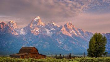 Бесплатные фото дом,заборы,дерево,горы,скалы,снег,небо