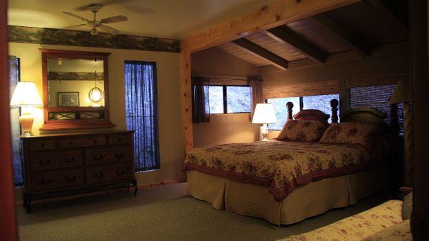 Заставки кровать, потолок, окна