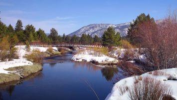 Фото бесплатно река, вода, мост, снег, деревья, горы, природа