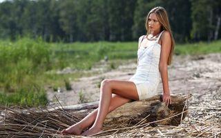 Фото бесплатно девушка, блондинка, берег реки