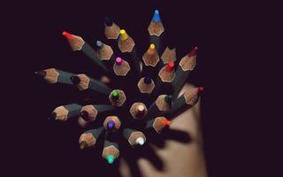 Бесплатные фото карандаши,разноцветные,рука,темный,фон,разное