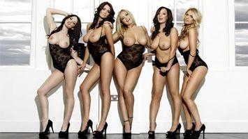 Бесплатные фото models,boobs,five,nipples,black,hot,эротика