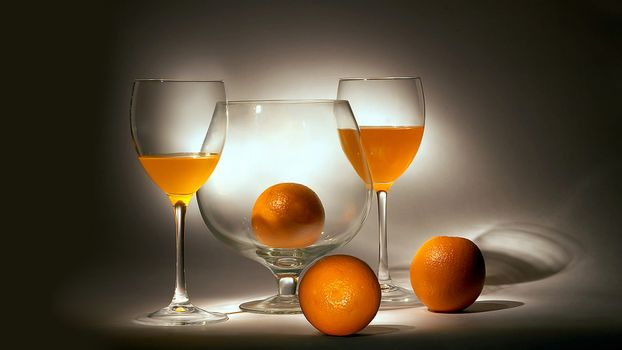 Фото бесплатно апельсиновый сок, апельсины, бокалы, натюрморт
