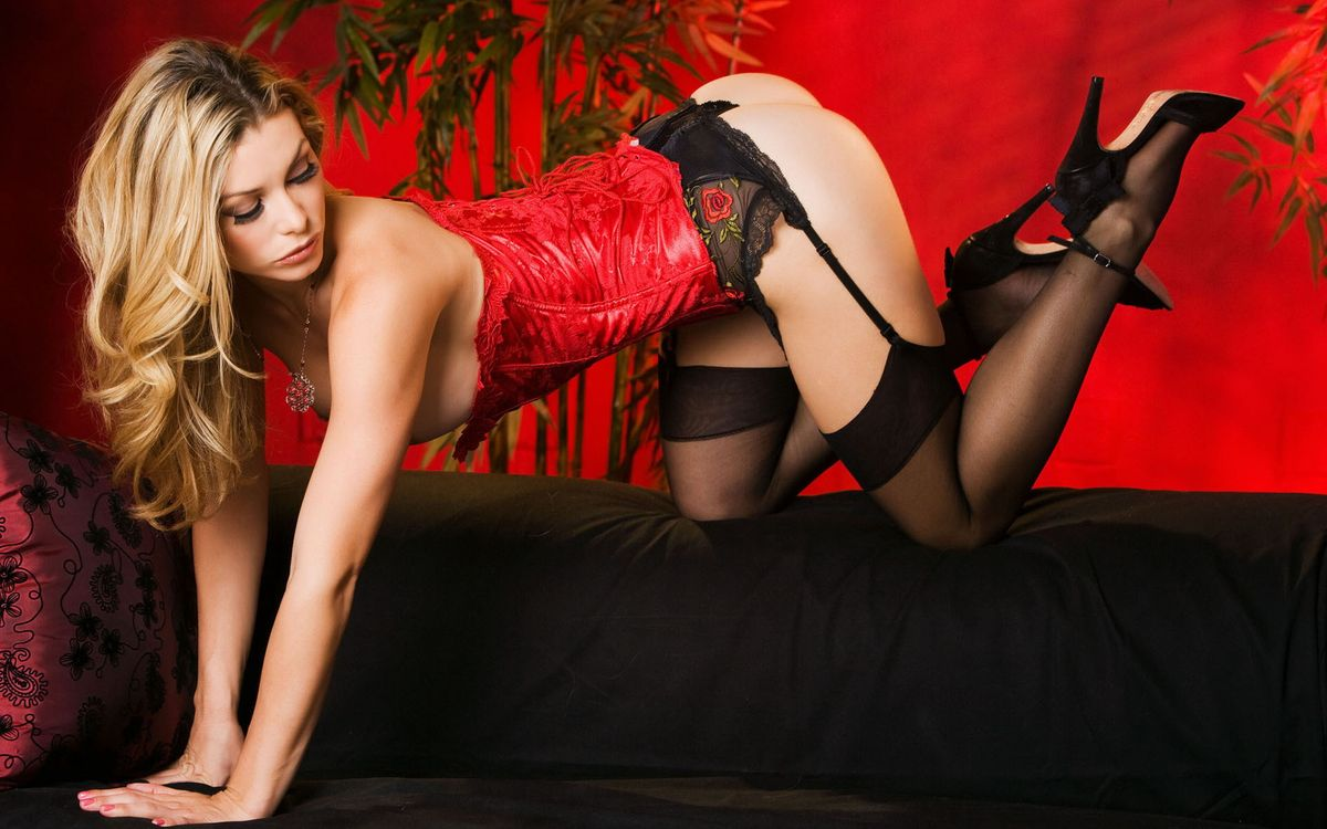 Фото бесплатно блондинка, корсет, красный - на рабочий стол