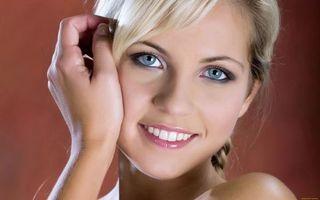Заставки блондинка, красивая, улыбка, губы, глаза, волосы, девушки