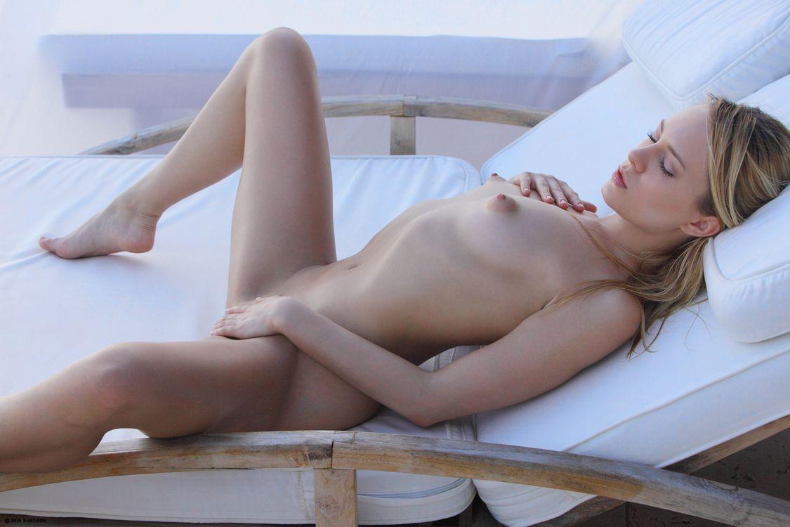 Фото бесплатно leila xart, актриса, обнаженная, грудь, кровать, девушки, эротика, эротика