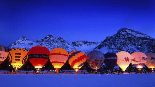 Бесплатные фото люди,горы,воздушный шар,снег,вечер,курорт,огонь,свет,небо,природа,праздники,пейзажи