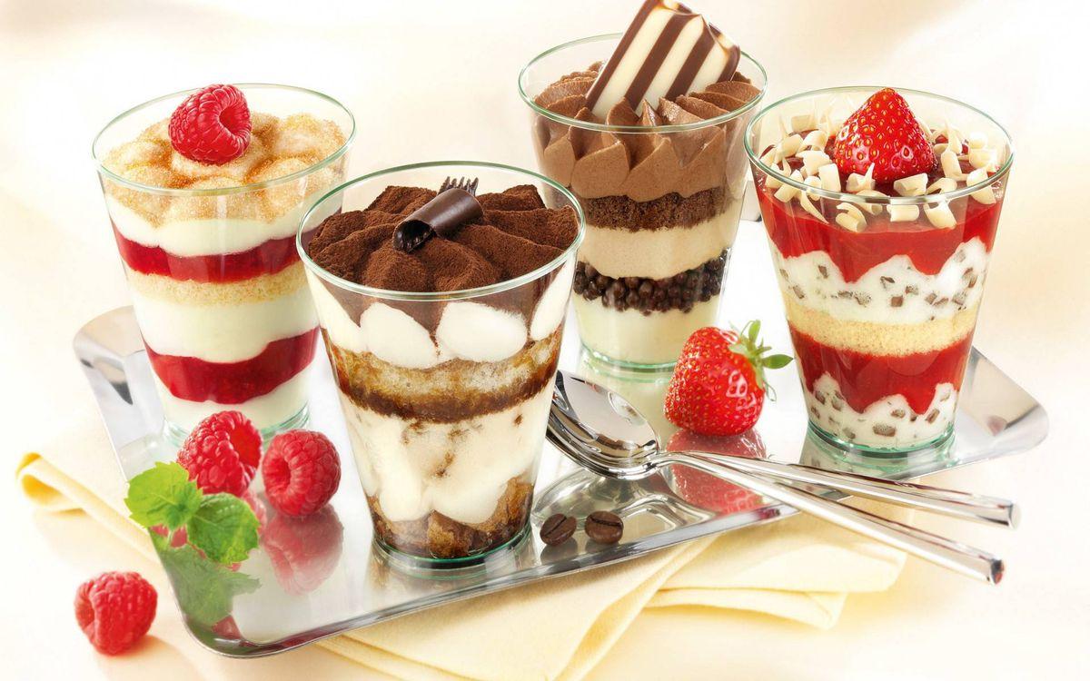 Фото бесплатно мороженное, клубника, поднос - на рабочий стол