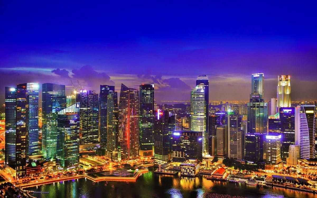 Фото бесплатно ночной город, дома, небоскребы, огни, окна, залив, побережье, отражение, небо, тучи, город, город