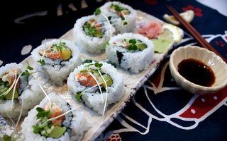 Бесплатные фото роллы,рис,палочки,соус,рыба,обед,порция