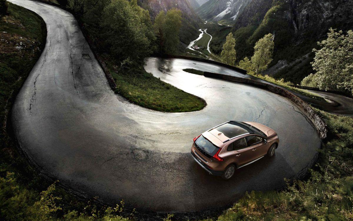Фото бесплатно вольво, спуск, кроссовер, асфальт, дорога, деревья, горы, машины, машины