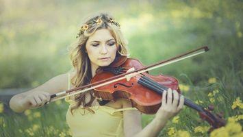 Фото бесплатно девушка, венок, скрипачка