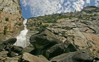 Бесплатные фото водопад,горы,скалы,трава,вода,камни,небо