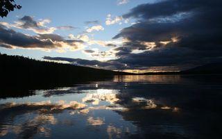 Бесплатные фото озеро,деревья,лес,елки,вечер,лето,небо