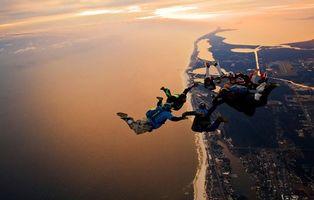Фото бесплатно парашютисты, прыжок, кольцо