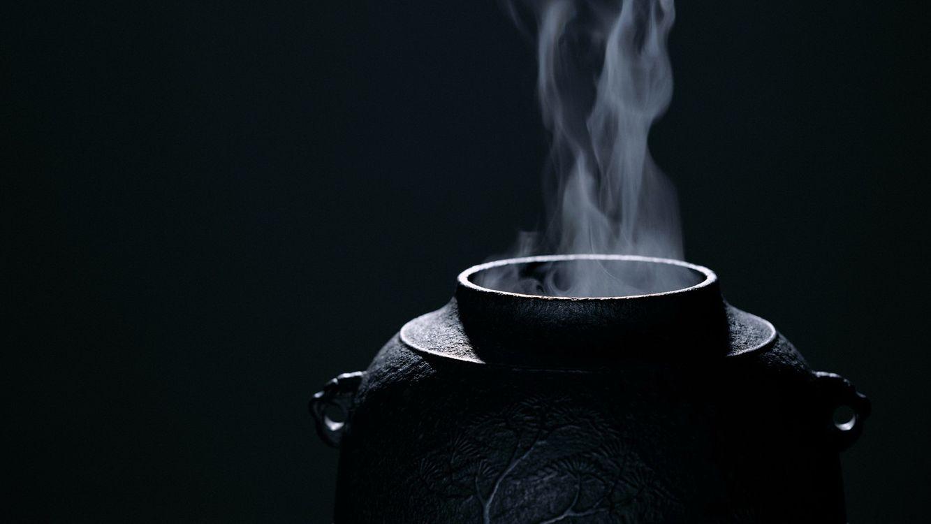 Фото бесплатно сосуд, банка, пар, дым, рисунок, гравировка, фон, синий, темный, посуда, напитки, разное, разное