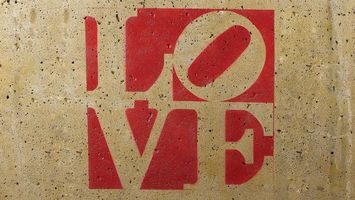 Photo free love, inscription, on the wall