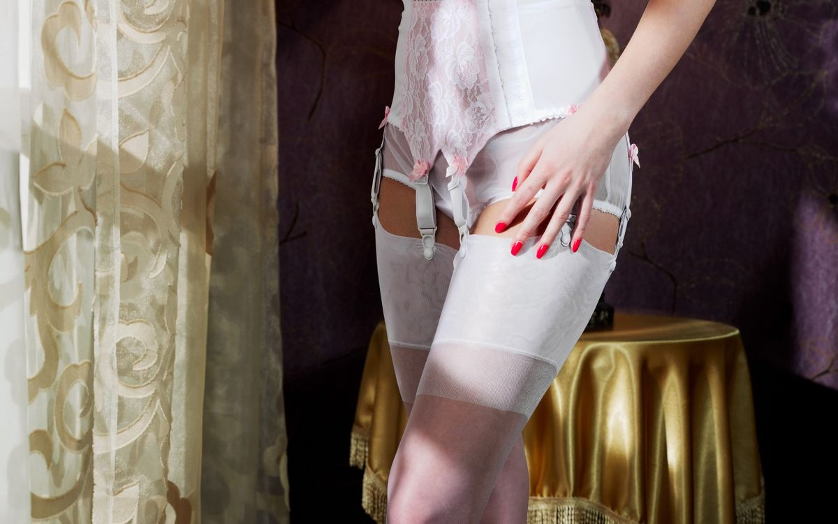 Фото бесплатно девушка, корсет, чулки - на рабочий стол