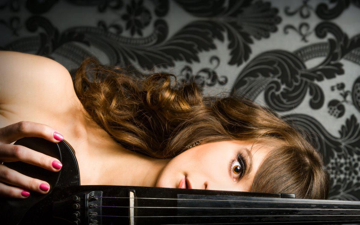 Фото бесплатно девушка, скрипка, брюнетка - на рабочий стол