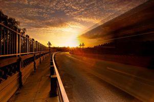 Фото бесплатно дорога, асфальт, небо, облака, забор, плитка, солнце, закат, природа